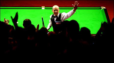 Steve Davis salutes the Crucible crowd after beating John Higgins