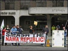 Anglo-Irish protestors
