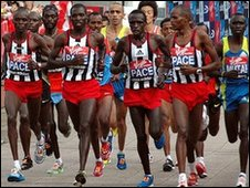 The leading pack of elite men runners.