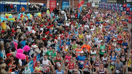 Thousands of runners a quarter of the way through this year's London Marathon.