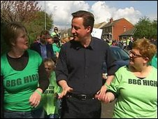 David Cameron with campaign organisers