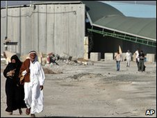 Palestinians near the Erez border crossing between Israel and the Gaza Strip, file pic from 2007