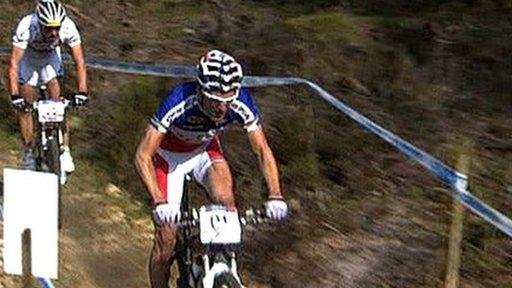 Elite men's race winner Nino Schurter persues Julien Absalon