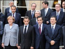 EU leaders pose for a photo