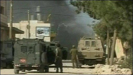 Israeli soldiers raid Ali Suweiti's house