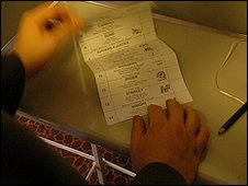 Casting vote in a booth