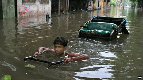 Boy with a rickshaw in flooded Calcutta (July 2007)