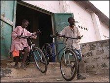 Children with bikes - Jole Rider