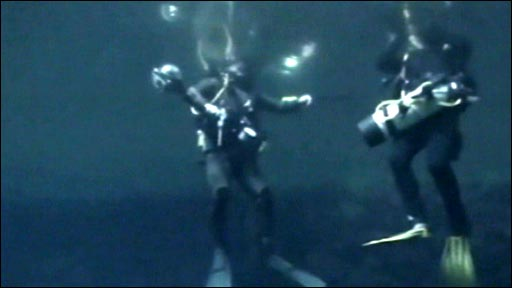 Divers in Suliun cave, Antalya