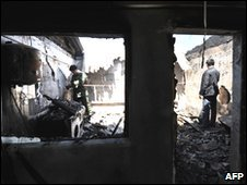 Locals in a burned-out house in Mayevka, Kyrgyzstan (20 April 2010)