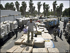 Shoes and clothes arrive at Kerem Shalom crossing (04.04.10)