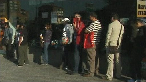 People queueing for jobs in Spain