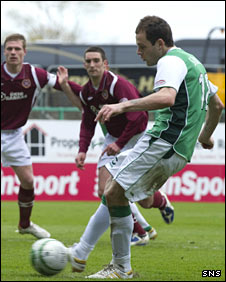 Hibernian striker Anthony Stokes scores a penalty against Hearts