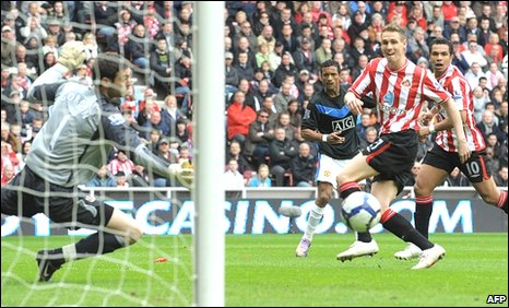 Nani puts Manchester United ahead against Sunderland