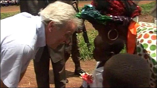UN humanitarian chief John Holmes is welcomed in Niangara