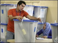 Iraqi election officials (file photo 16 March 2010)