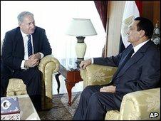 Isralei Prime minister Benjamin Netanyahu (l), Egypt's President Hosni Mubarak (r)