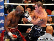 Bernard Hopkins and Joe Calzaghe fight