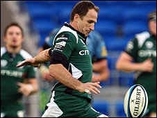 Mike Catt in action for London Irish