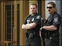 Police officers outside Manhattan federal court (4 May 2010)
