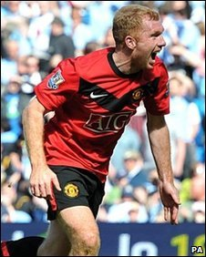 Paul Scholes celebrates his winning goal against Manchester City