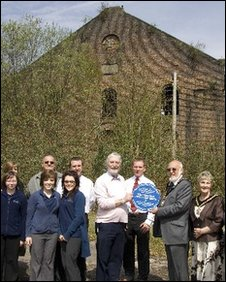 Blue plaque presented to the Powerhouse Trust by the Mayor Cllr Robert Smith