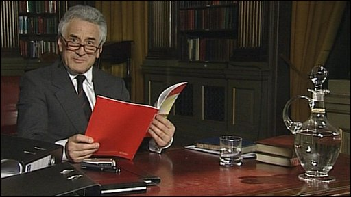 Henry Goodman playing Sir Humphrey Appleby