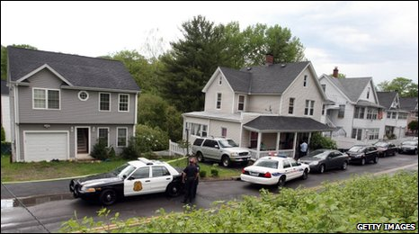 Police outside Faisal Shahzad's former home in Shelton, Connecticut, on 4 May 2010