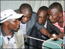 Government Tompolo (l) and his militant leiutenants at talks with President Yar'Adua in 2009