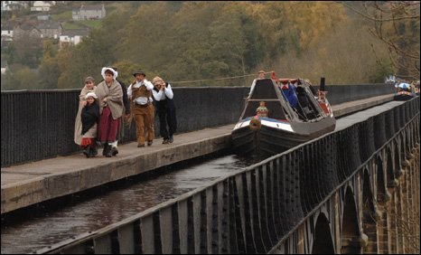 Saturn being pulled along the Pontcysyllte Aqueduct, near Wrexham, in 2005
