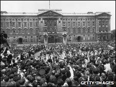 Buckingham Palace on 8 May 1945