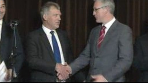 Glyn Thomas and Lembit Opik shake hands