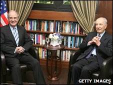 US Middle East envoy George Mitchell and Israeli President Shimon Peres in Jerusalem. Photo: 7 May 2010