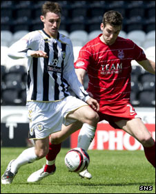 St Mirren midfielder Andy Dorman and Aberdeen defender Richard Foster