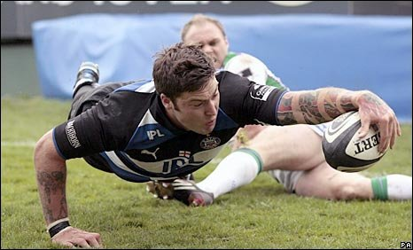 Matt Banahan reaches over to score Bath;s third try on Saturday