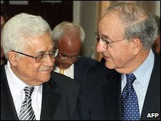 George Mitchell (r) with Palestinian President Mahmoud Abbas 9.5.10