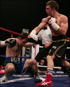 Michael Katsidis knocks down Graham Earl