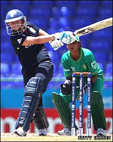 Laura Marsh batting against South Africa