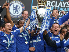 Chelsea celebrate the Premier League title