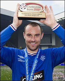 Kris Boyd with his Clydesdale Bank Premier League top scorer award