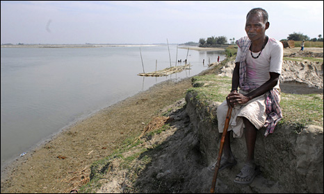 Villager on the banks of the Kosi (Photo: Prashant Ravi)