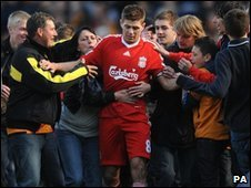 Steven Gerrard is surrounded by Hull fans
