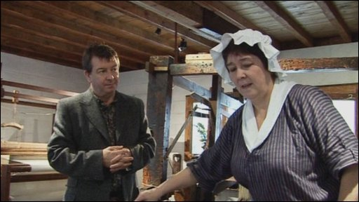 Stuart Maconie and Elizabeth Craig at Quarry Bank Mill using a spinning jenny