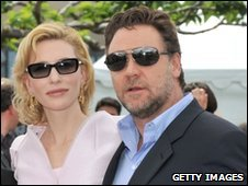 Russell Crowe and Cate Blanchett soak up the sun.