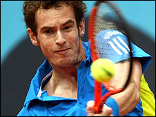 Andy Murray plays a backhand against Juan Ignacio Chela