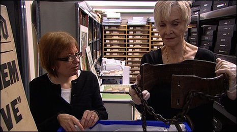 Sheila Hancock with Museum of London curator Beverley Cook