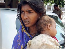 An Indian woman with a child begs for money in Amritsar. Photo: May 2010