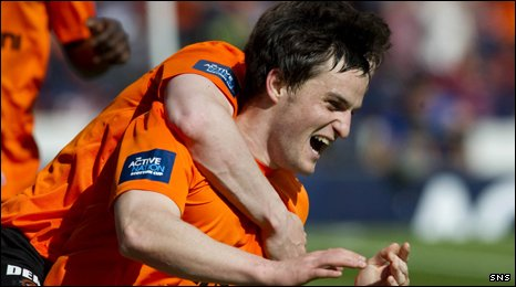 Two-goal Craig Conway celebrates with his Dundee United team-mates