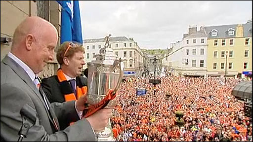 Dundee United party in the square