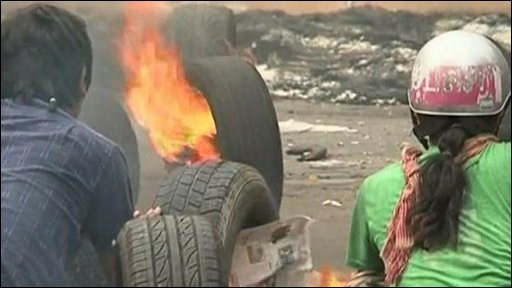 Protesters set fire to tyres